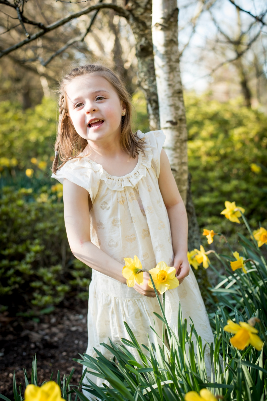 Daffodile natural children's portrait.
